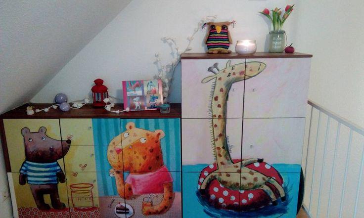 Resi Kurtz hat das Kinderzimmer ganz einfach mit Klebefolien von creatisto und den Designs von Buttablume umgestaltet. Schon machen es sich Giraffe, Leopard & Bär gemütlich. | creatisto
