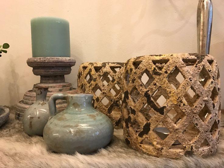 Xava cream ceramic lanterns   Afmetingen: 19.00 X 19.00 X 18.50 cm. Kleur: old Creme  Dit product komt uit de Jamaica Blue Collectie