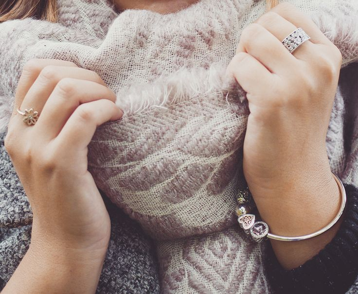 Welcome autumn by wrapping up in warm, cozy essentials and PANDORA jewels to compliment the different textures. #PANDORAloves the feminine and elegant style of blogger @katelavie_ #PANDORAstyle #PANDORAring #PANDORAbracelet