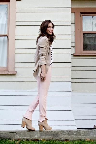 4 girls show us how to rock pastel pants