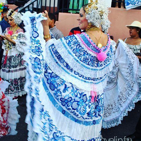 Galería Desfile de las Mil Polleras. #visitpanama #panamá #trip #travel #picture #travelgram #travelers #destiny #vacation #awesome #mipanama #traveladdict #travelblogger #instalike #bbctravel #atp #tourism #tourist #visit #azuero #tradicion #folclor #milpolleras #lastablas #amorporlapollera #encajevalenciennes #tembleques #joyero #lujo #pollera 🇵🇦