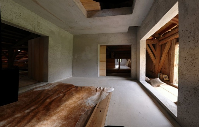 Birg Mich, Cilli restoration project by Peter Haimerl. Concrete and wood in perfect harmony. Also love the shadow. It reminds me of traditional Japanese houses.