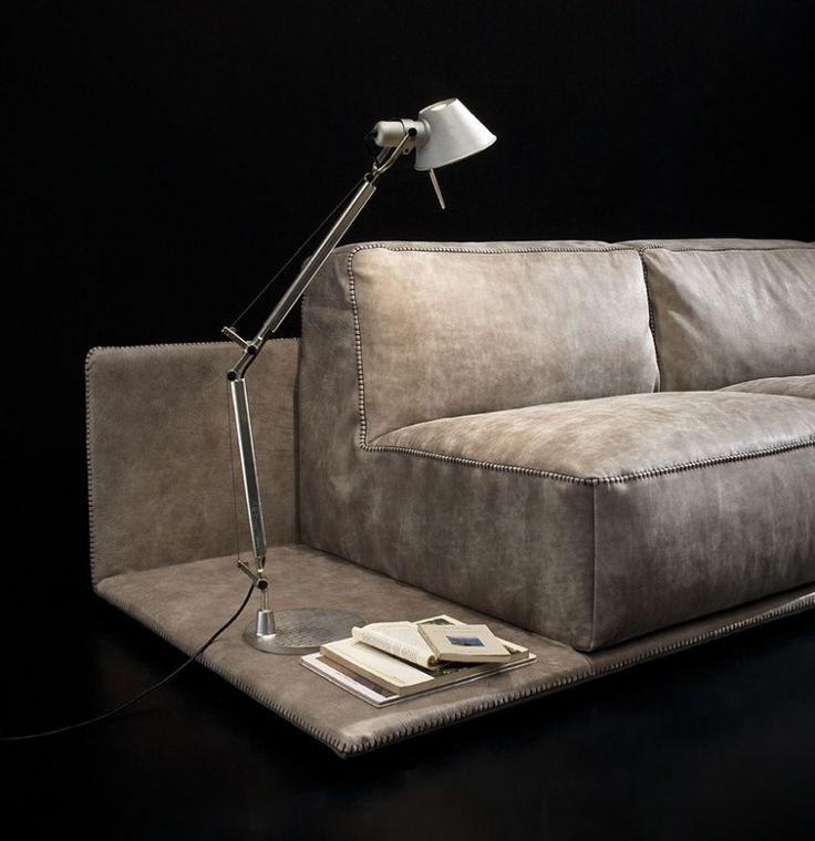 Mit Leder Gepolstertes Sofa Mit Integriertem Beistelltisch