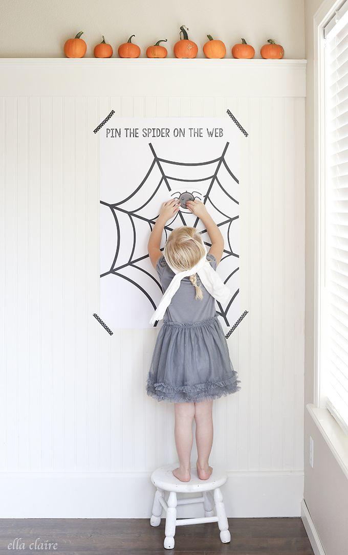 Pin the spider on the web - free printable / Accroche l'araignée dans la toile! Un jeu amusant à imprimer