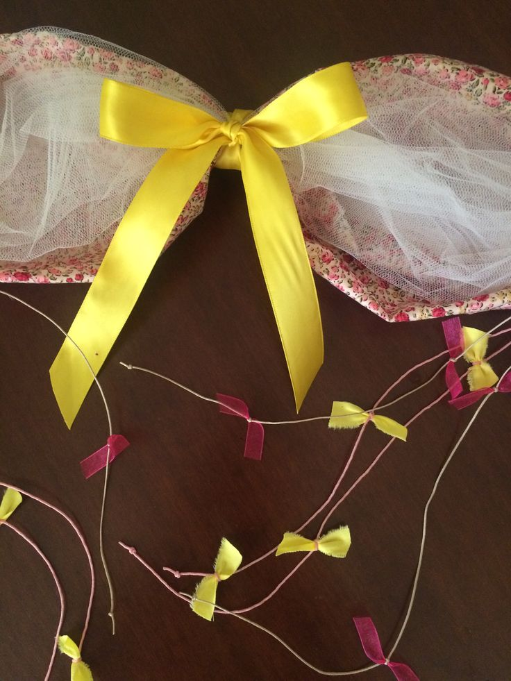 Garland for christening made of tulle, saten ribbons and floral fabric - Γιρλάντα κολυμπήθρας από τούλι, κηροκλωστές, σατέν κορδέλες και φλοράλ ύφασμα #garland #christeningdecor #christening #handmadedecor #almanogr #γιρλάντα #βάφτιση