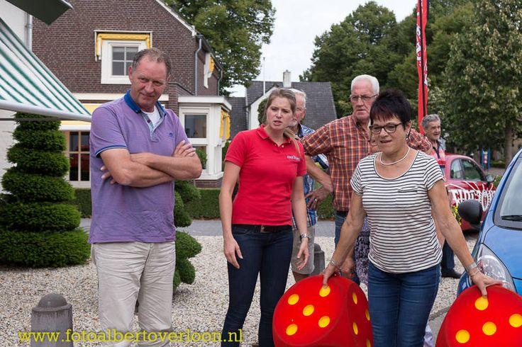 weerman Piet Paulusma bij opening tankstation in Overloon