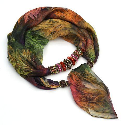 Тонкий шарфик-ожерелье не только украсит Ваше декольте, но и согреет в прохладные вечера. Бижутерная составляющая изготовлена из качественного гипоалергенного металла и легкого французского пластика. Благодаря использованию облегченных материалов шарф удобен и необременителен в носке, а бижутерная составляющая не утяжеляет ткань.