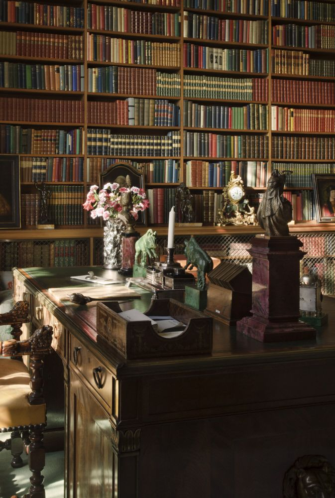 The library desk, said to have come from Houghton Hall and possibly used by Prime Minister Sir Robert Walpole. ©National Trust Images/John Hammond