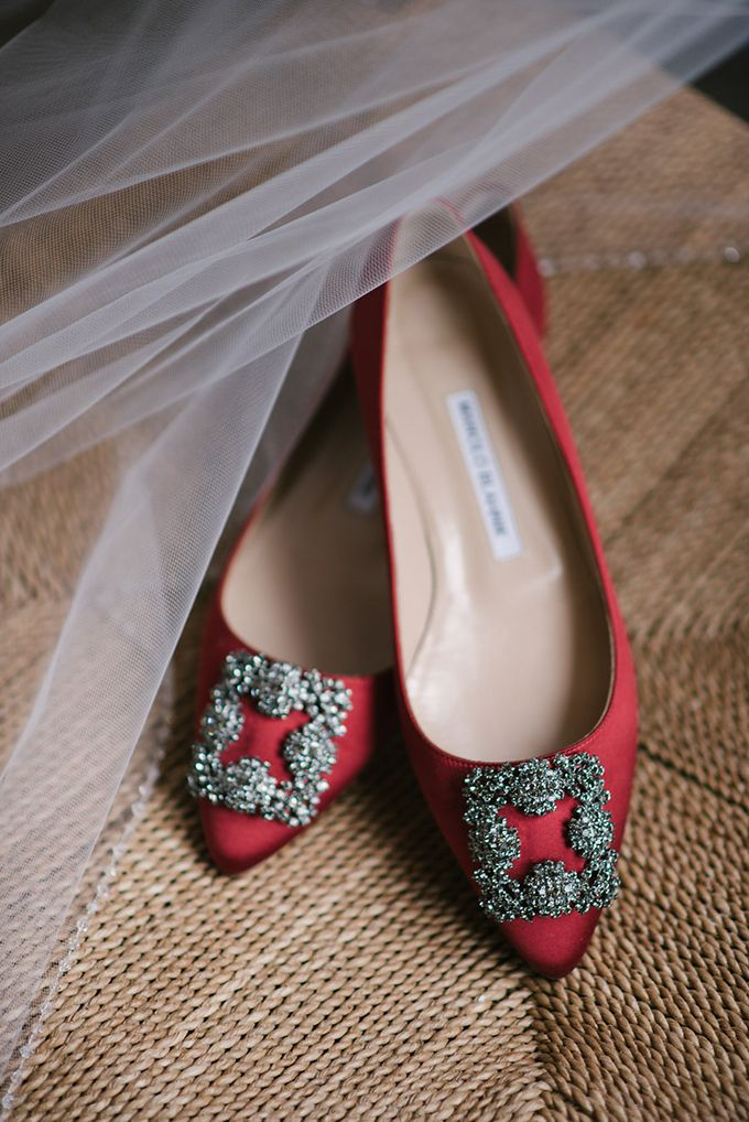 Red Manolo Blahnik's for a cozy winter mountain wedding | Bridal shoes