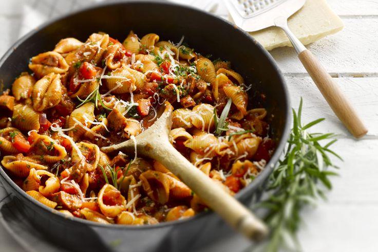 Deze one pot pasta is super simpel om te bereiden én je hebt er slechts 1 pan voor nodig. Een snelle voedzame maaltijd op tafel en nauwelijks afwas ac...