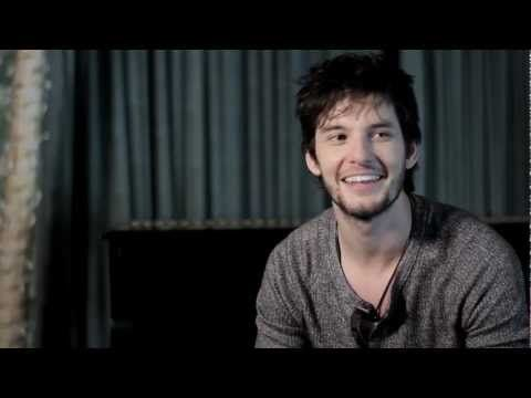 Hunger TV: Ben Barnes: The Rise And Rise Of Ben Barnes.- Hehe, I love this interview of his, he's too funny in it. :)