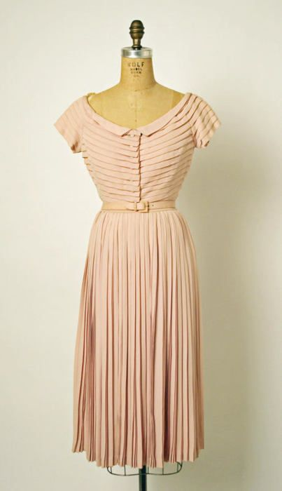 """This super sweet """"Bagatelle"""" afternoon dress is from Dior's Spring-Summer 1952 collection.: Dior Spring Summer, Silk Dress, Vintage Fashion, Spring Summ 1952, Afternoon Dresses, 1950, Christian Dior Dresses, Vintage Clothing, Pink Dress"""