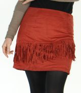 Jupe courte à franges en Suédine Originale Salman Rouille est l'un des vêtements phares de la mode ethnique disponible actuellement sur www.akoustik-online.com.