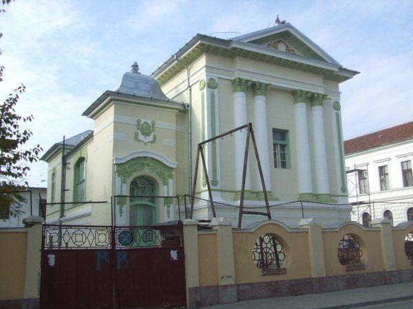 Az aradi Összetartás szabadkőműves páholy székháza ma / The old masonic lodge house in Arad - nowadays.