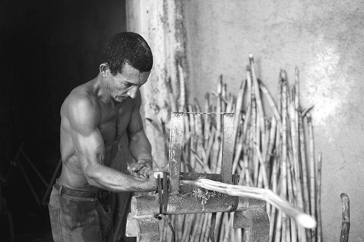 Participa hasta el 31 de agosto en el XI Concurso de Fotografía El Foton elfoton.com #elfoton15 categoría #reportaje Usuario: omararnau (Cuba) - Proceso del guarapo - Tomada en Cuba el 17/06/15 #photos #travel #viajes #igers #500px #Picoftheday #Fotos #mytravelgram #tourism #photooftheday #fotodeldia #instatravel #contest #concurso #instapic #instaphotomatix #wanderlust #Cuba #guarapo