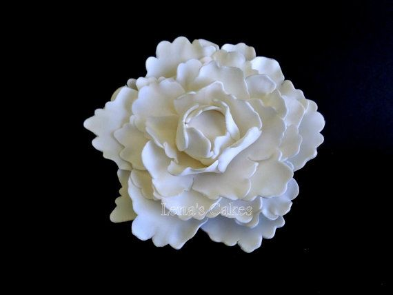With Their Lush Full Rounded Bloom Peonies Are Regarded As An Omen Of Good Fortune And A Happy Elegant Wedding Cake Toppers Sugar Flowers Cake Sugar Flowers