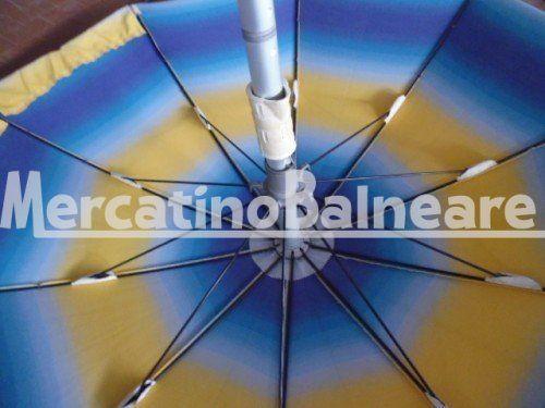 OMB USATO Q.TA 6  EURO 48 - Mercatino Balneare ombrellone usato modello ragno  confezione miro 10 stecche in acciaio armonico termoplastificate da 4,7 mm lunghezza stecche 90 cm per un diametro finale di circa 180 cm. palo di diametro 40 mm in alluminio anodizzato innesto 40 tessuto acril mare  colore sfumato blu giallo  il prezzo e' per cadauno ombrellone escluso della parte sotto da definire sono acquistabili anche singolarmente iva e trasporto escluso Quantità:6