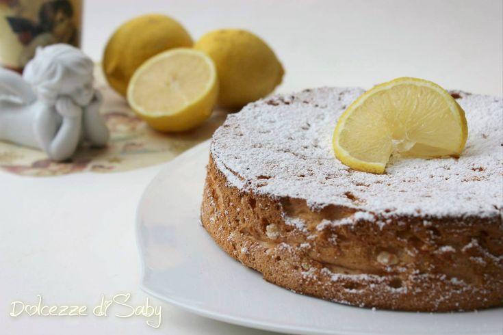 Chi ha provato questa torta sa che è veramente una delizia una torta molto soffice e delicata che si scioglie in bocca, per via del suo impasto particolare