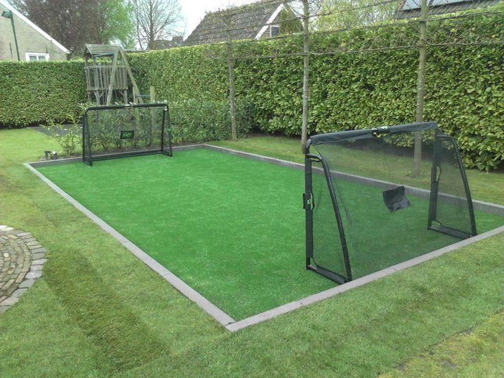 Een hockeyveld in particuliere achtertuin geïnstalleerd. #kunstgras #hockeyveld #sporten #hoveniersbedrijf