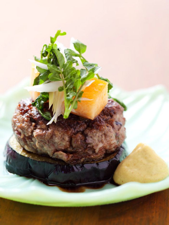 お誕生日や記念日ディナーにオススメ!【ELLE a table】賀茂なすとビーフパテの豪華なステーキレシピ