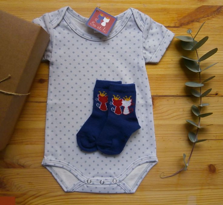 Box bébé | tout en So et Li | Body étoiles gris et chaussettes bleues