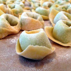 Domácí tortellini plněné ricottou a špenátem #tortelinni #ricotta #homemade #konzumna