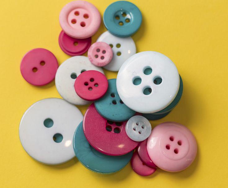 Coser un botón ¡es un acto de amor! Pequeños gestos que refuerzan grandes momentos.