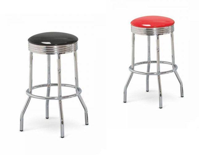 Hokery H-73 w stylu retro to klasyczne stołki barowe o podstawie z mocnej, chromowanej stali z praktycznym oparciem na nogi. Siedzisko wykonane jest z tworzywa PVC w dwóch kolorach do wyboru: czerwonym oraz czarnym. https://mirat.eu/hockery,c215.html