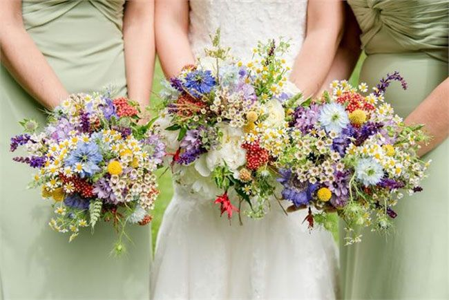 Make your country garden themed wedding a seriously pretty affair by including lots of floral wedding ideas in your day. But don't get too carried away and end up, quite literally, bringing the whole garden into your wedding reception