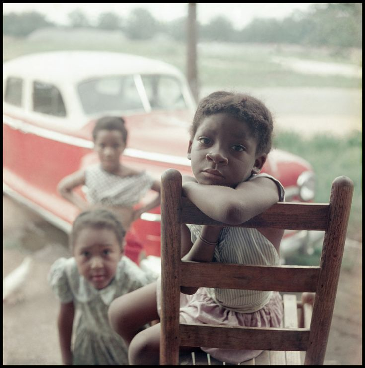 """Fotógrafo e cineasta Gordon Parks (1912-2006) documentou separação entre pessoas negras e brancas no Alabama em 1956; fotos são parte da exposição """"Gordon Parks - Segregation Story"""" no High Art Museum de Atlanta, na Geórgia, USA."""