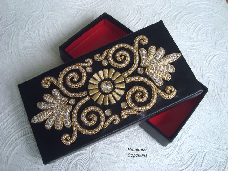 Декоративная  кожаная шкатулка с золотой вышивкой. Gold embroidery.