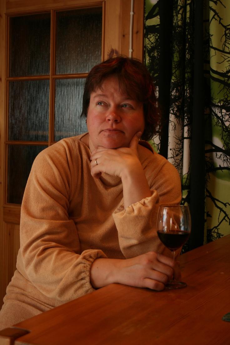 Silmien korjausleikkuasen jälken mökillä rentoutumassa 2009