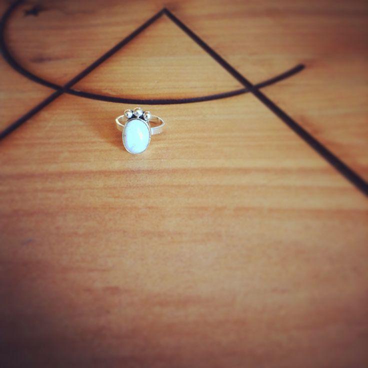 Anillo plata y piedra luna. Plata de ley 950. #silver #handmade #ring #piedraluna #plata #anillo #mujer #moda #accesorio