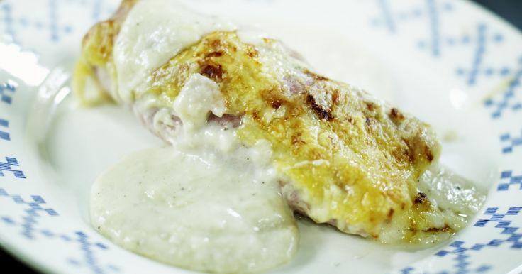 Witloof in de oven is een Vlaamse klassieker. Kies voor smaakvol grondwitloof, een degelijke hesp en kaas van een goede kwaliteit. Daarmee zet je een schotel op de tafel die veel bijval zal oogsten. Smakelijk!