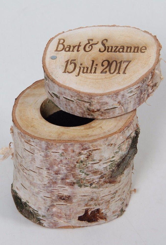 Ringen doosje met naam en datum. natuurlijk hout. www.decoratietakken.nl