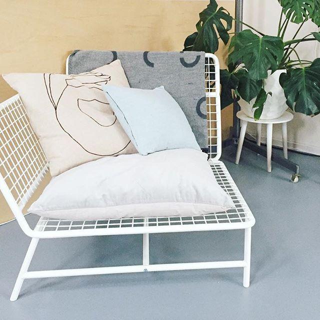 De IKEA PS 2017 stoel bij @ pandoerblog | #IKEABijMijThuis IKEA IKEAnederland IKEAnl wooninspiratie inspiratie woonkamer stoel kussen hip trendy design nieuw
