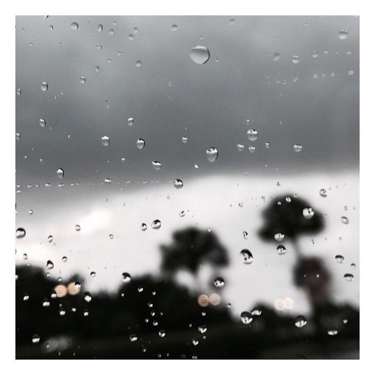 """358 Me gusta, 40 comentarios - K L I N V A L E R I O (@klinvalerio0) en Instagram: """"Por fin una noche lluviosa y yo en casa! 🎉"""""""