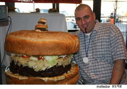 84kg 60만원 세계 최대 햄버거, 기네스북 등재 - 조선닷컴 멀티미디어/포토