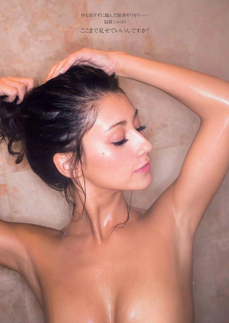 今週発売した『週プレ』でダレノガレ明美が初のグラビアでセクシーすぎるプリっとした美尻を披露♪ さらに、雑誌発売前にツイッターでもその美尻を公開して、ネットでは騒然となってました。 今回はダレノガレ明美の画像を中心にまとめてみました!