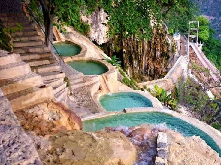 Las Grutas de Tolantongo, un balneario natural en México