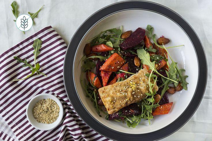 Aiglefin aux Épices Dukkah et Salade d'Automne aux Betteraves, aux Carottes et à la Roquette