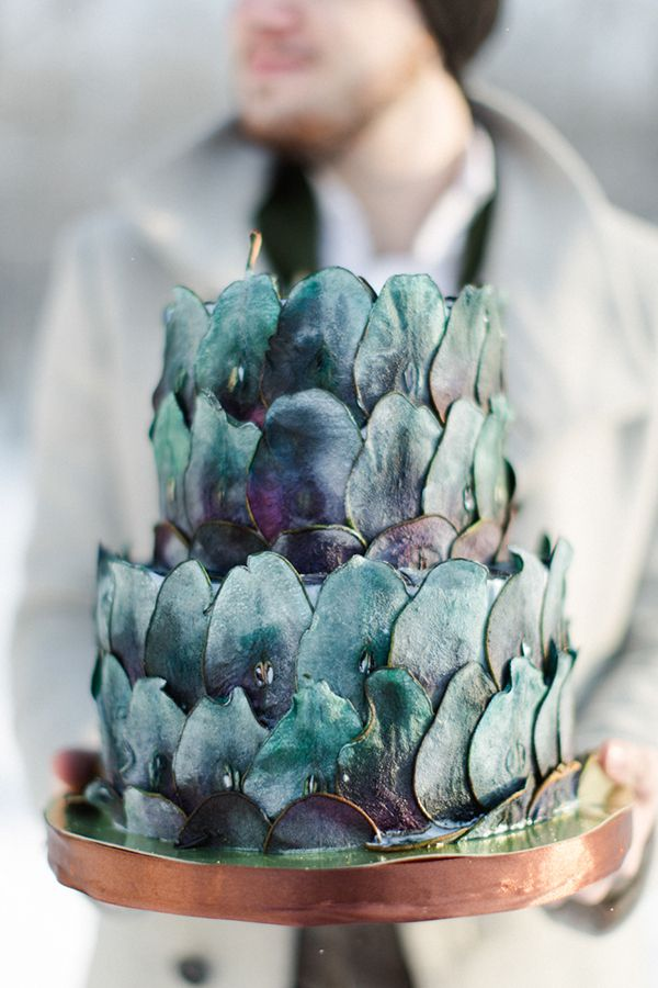 wedding cake - photo by WarmPhoto http://ruffledblog.com/warm-russian-winter-wedding