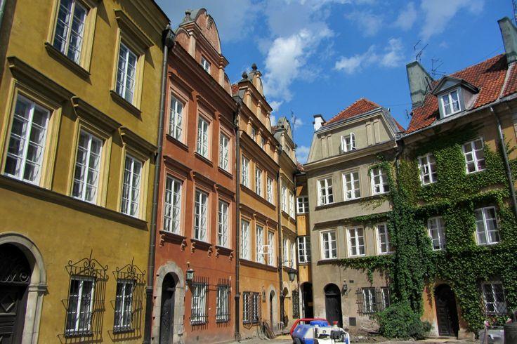 Fond d'une petite place dans le coeur historique de Varsovie - Pologne Warsaw - Warszawa