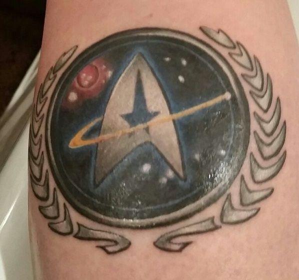 PIPOCA COM BACON - Tattoos #06: Star Trek + Duplex: A Nova Geração e Discovery #Tattoos #StarTrekdiscovery #ussenterprise #geektattoo #jornadanasestrelas #nerdtattoo #startrekthenextgeneration #startrek #startrektattoo #tatuagem #pipocacombacon