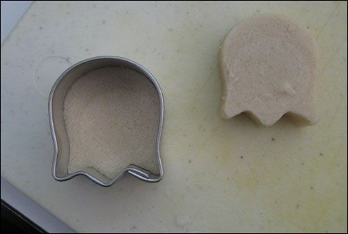 tulip cookie cutter to make pac man ghosts.  from snackordie.com