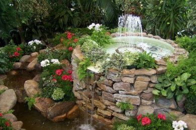 Springbrunnen: Springbrunnen - ein dekoratives Wasserspiel im eigenen Garten