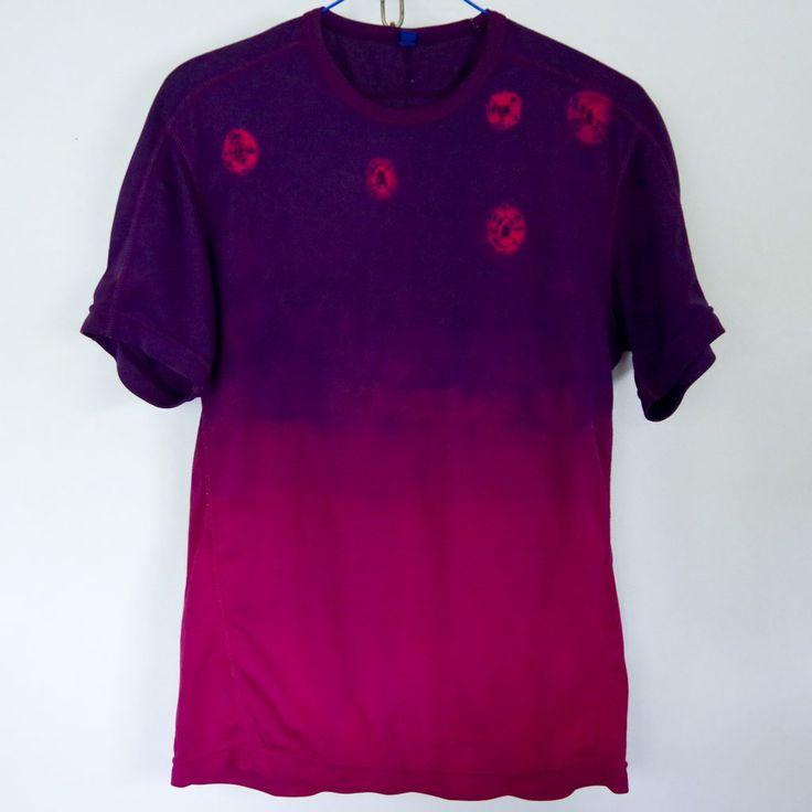 ユニクロ・ドライTシャツを絞り染めしました。 ベースのワインカラーからグラデーションになるように藍で絞り染め。