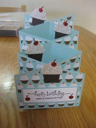 Cascading card tutorialCupcakes Pattern, Christmas Cards, Ideas, Cupcakes Cascading, Greeting Cards, Cascading Cards, Diy Greeting, Card Tutorials, Cards Tutorials