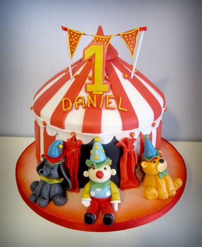 Cake by Sleekcafe.com - #sleek #coffeeshop #italy #cakes #cake #sugarpaste #decorations #flowers #wedding cakes #lady #girl #girlie #pink #classy #good #children #kid #cartoon #thomas #enging #tank #teddy #bear #monster #high #circus