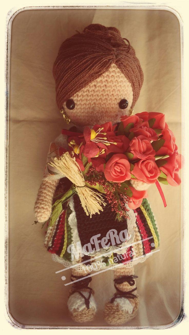 """Manchega de ganchillo, 22cm a crochet basada en el libro """"Mi muñeca de ganchillo"""" de Isabelle Kessedjian"""
